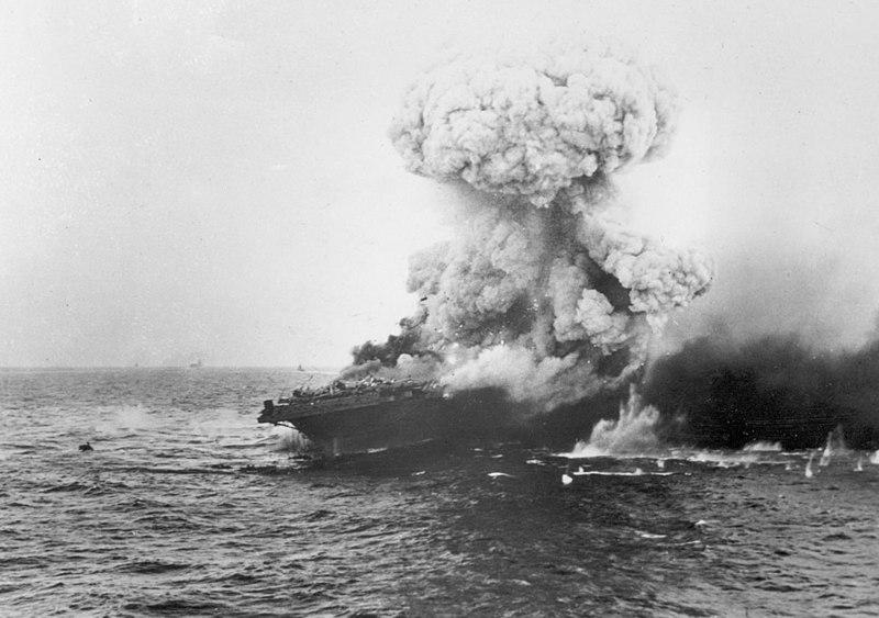 800px-Large_explosion_aboard_USS_Lexington_(CV-2),_8_May_1942_(80-G-16651)